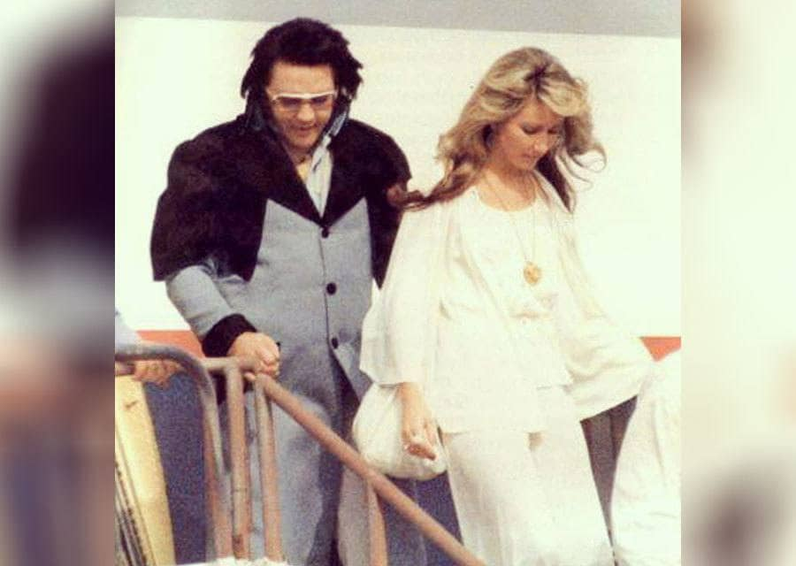Elvis Presley with Linda Thompson getting off an airplane
