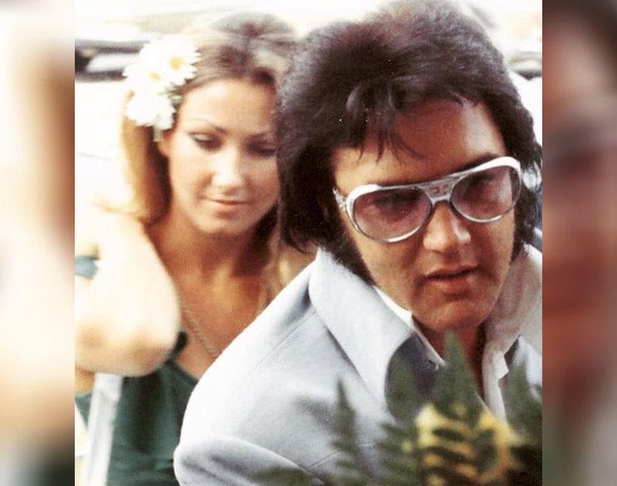 Elvis Presley with Linda Thompson, close up