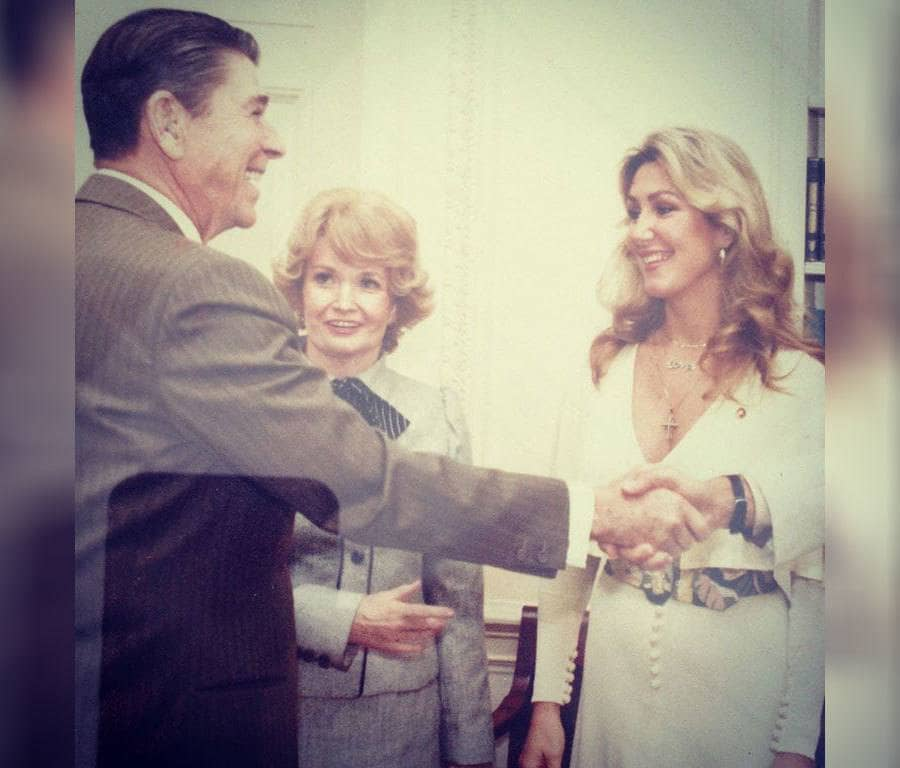 President Ronald Reagan in the Oval Office and Linda Thompson