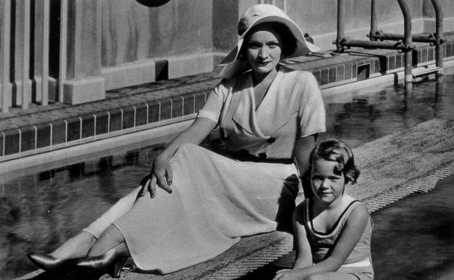 Marlene Dietrich and her daughter in 1930.