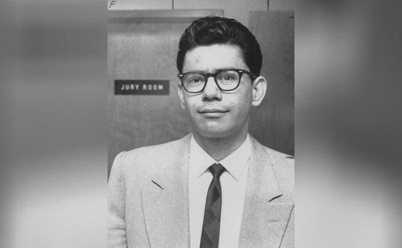 Black and white photo of Ernesto Miranda in a suit and glasses
