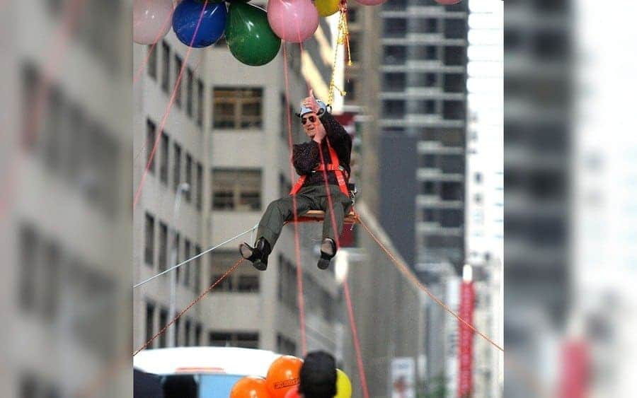 Paul Newman was hoisted 100 feet into the air by 10,000 helium-filled balloons.