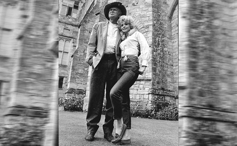 Buddy Ebsen and Donna Douglas wearing cut-off jeans