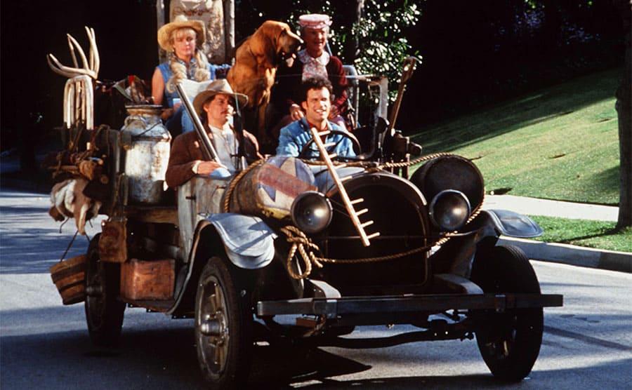 Erika Eleniak, Jim Varney, Diedrich Bader, and Cloris Leachman in The Beverly Hillbillies film 1993.
