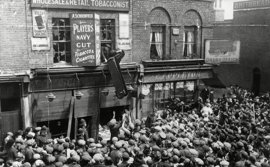 Anti-German Lusitania riots in London 1915.