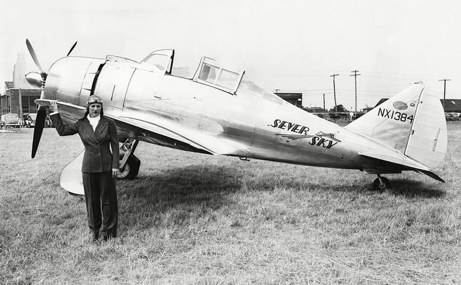 Jacqueline Cochran standing in front of a speed plane