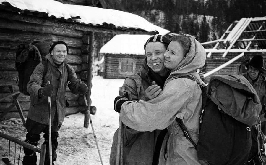 Yuri Yuden hugging Lyudmila Dubinina before heading down the mountain