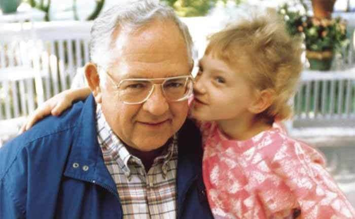 Dave Thomas with a child promoting the Dave Thomas Foundation for Adoption