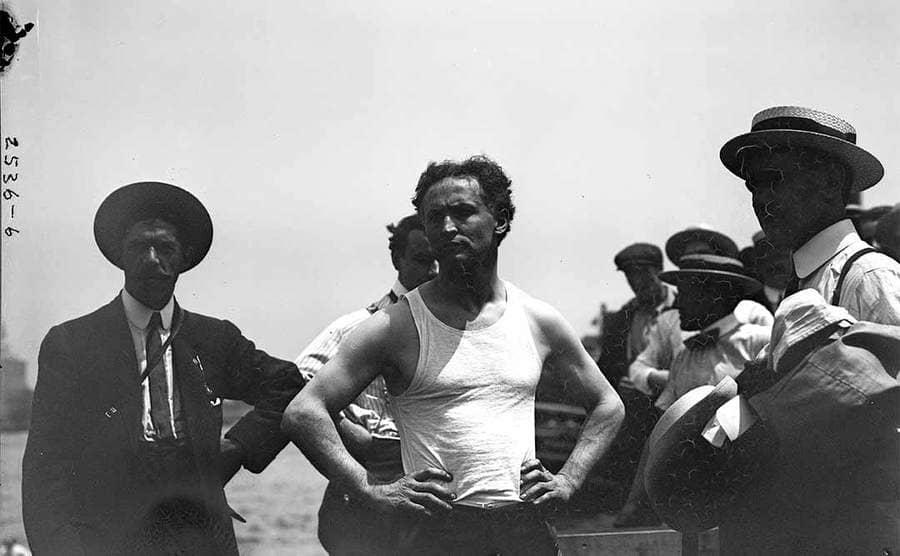 Harry Houdini standing around people