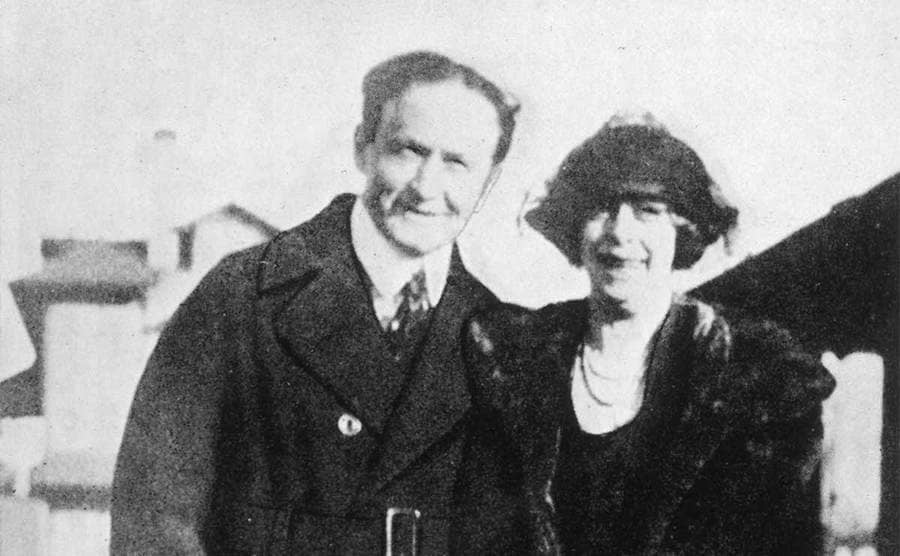 Houdini with his wife, Bell Weiss.