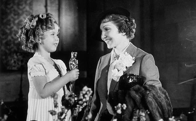 Shirley Temple and Claudette Colbert at the 1935 Oscars.