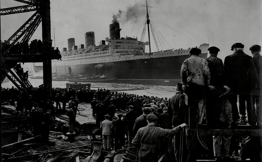 The RMS Queen Mary leaving the Clyde in 1936