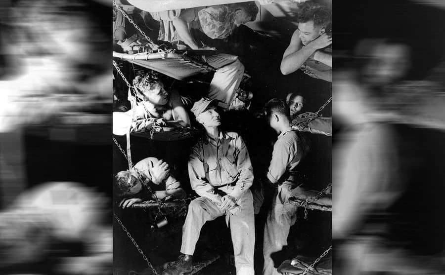 Ernie Pyle surrounded by soldiers in cots