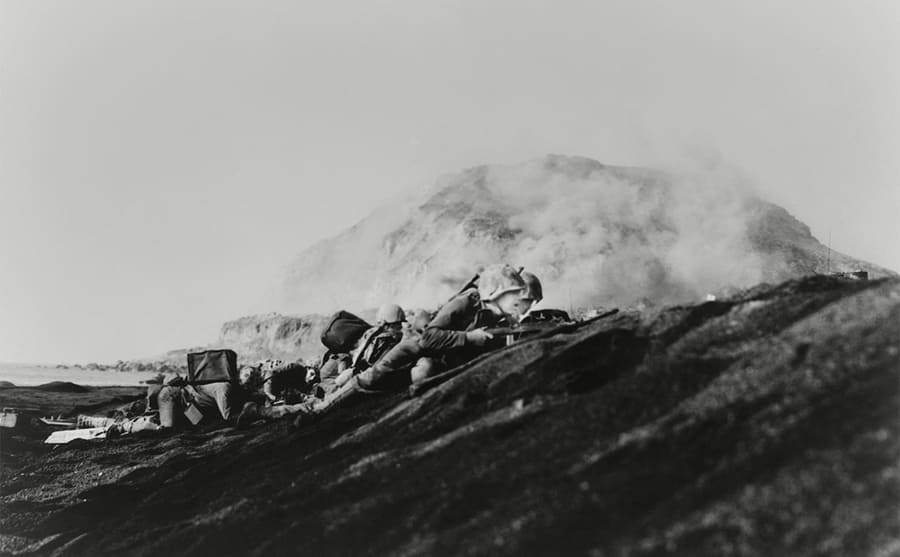 Soldiers pinned down on Iwo Jima beach
