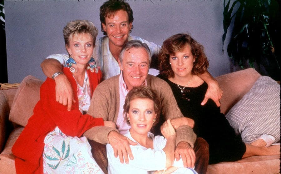 Emma Walton, Chris Lemmon, Jack Lemmon, Cynthia Sikes, and Julie Andrews sitting together on a couch