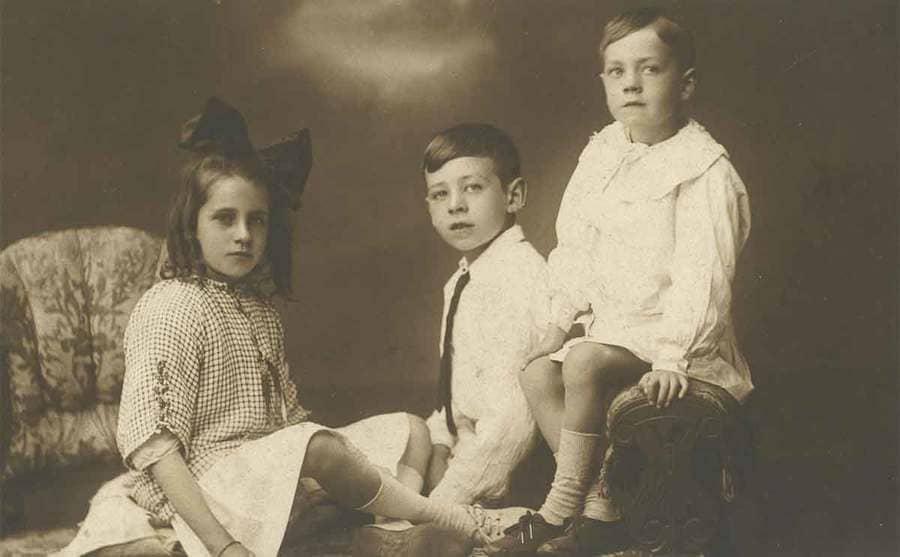 A family portrait circa the 1900s