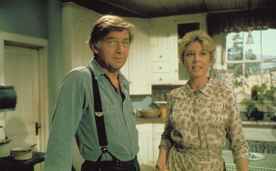 Ralph Waite and Michael Learned standing in the kitchen