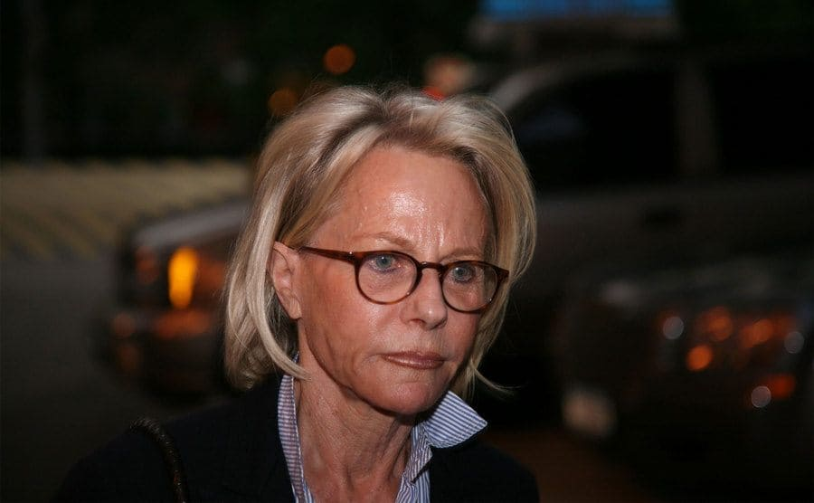 Ruth Madoff photographed leaving the prison visiting her husband