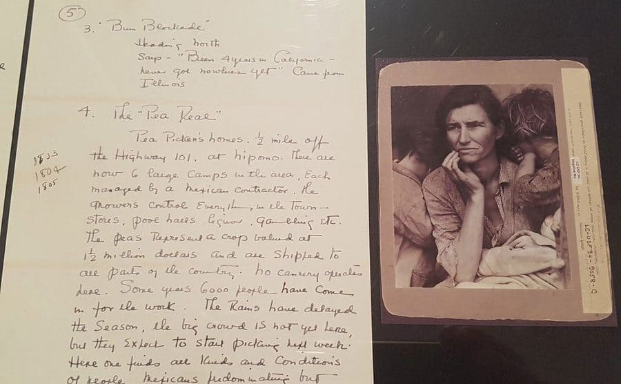 A print of the Migrant Mother photograph alongside the handwritten note Lange made.