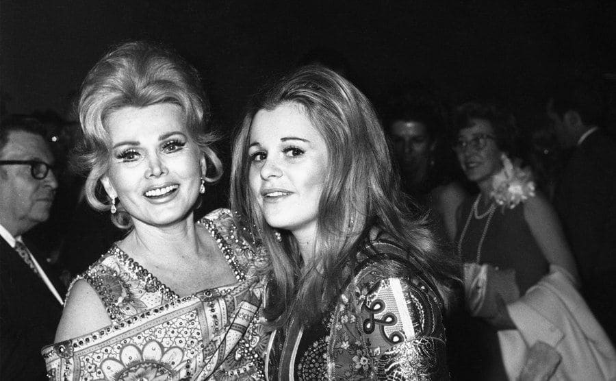 Zsa Zsa and Francesca arriving at a hotel
