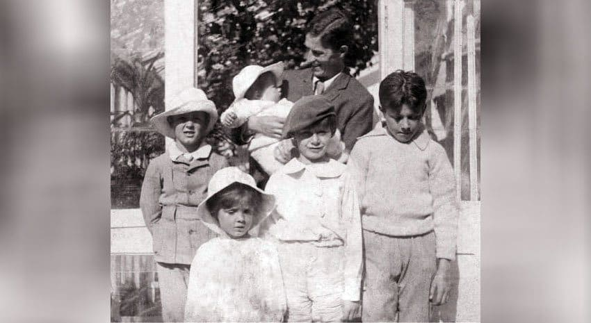 Nico in his father Arthur's arm with Jack, Peter, George, and Michael in 1905.