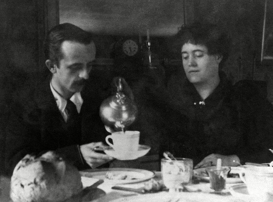 J.M. Berrie is having tea with a woman friend.