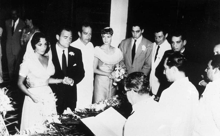 Elizabeth Taylor and Mike Todd getting married with Debbie Reynolds and Eddie Fisher standing by their side