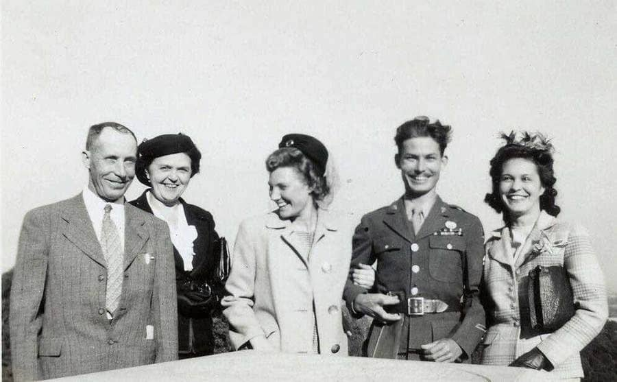 Desmond Doss with his wife and parents