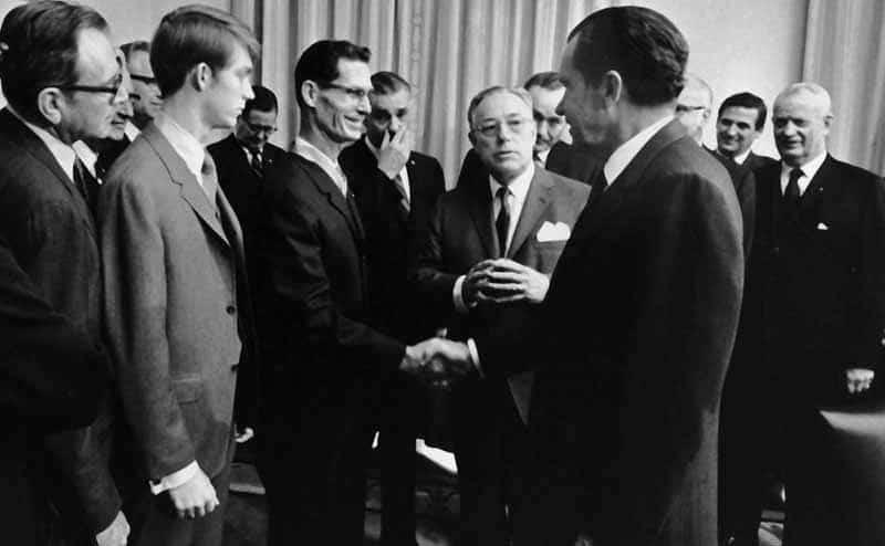 Desmond Doss shaking President Nixon's hand