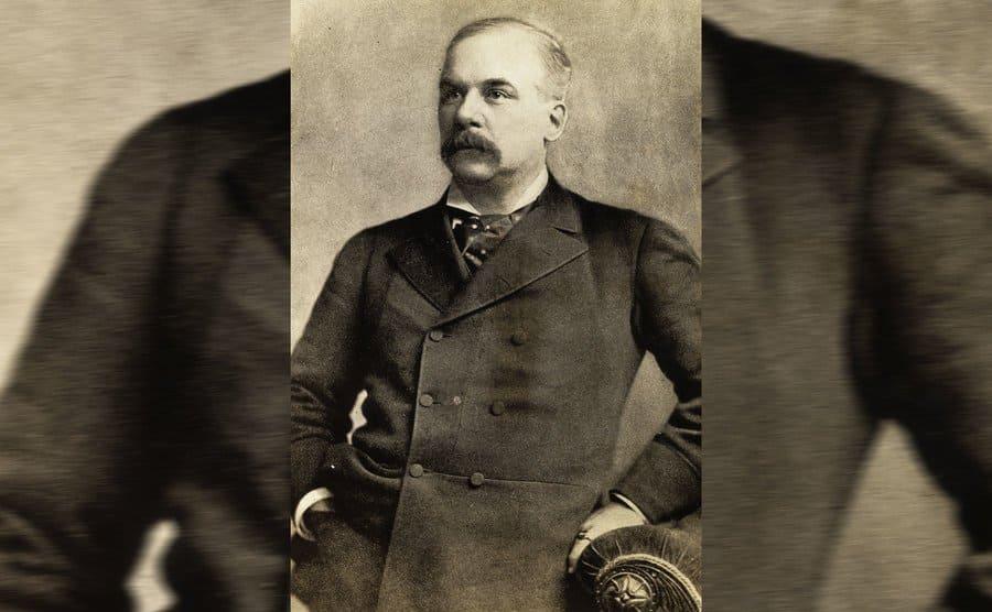 JP Morgan Sr posing for a portrait