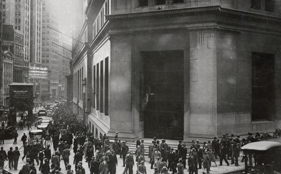 People surrounding the JP Morgan Company office