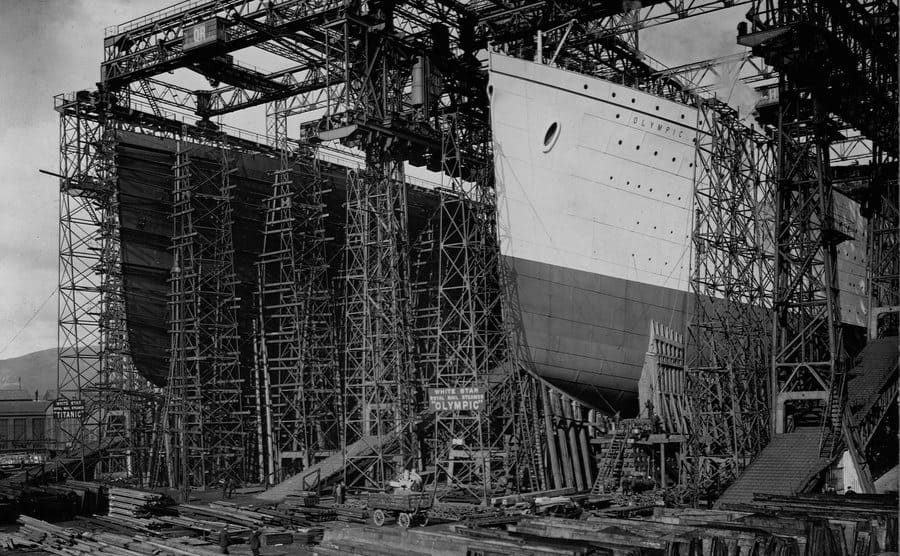 The Olympic and Titanic being built circa 1909