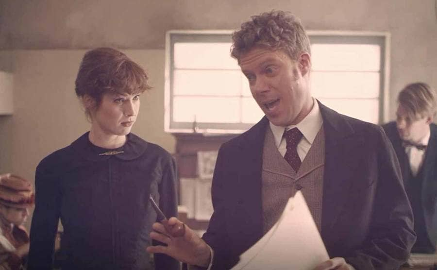 Ellie Kemper as Nellie Bly talking to her editor in an episode of Drunk History