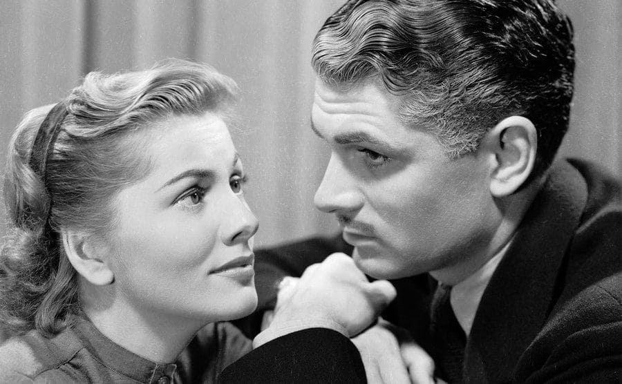 Laurence Olivier and Joan Fontaine is playing Max and Mrs de Winter in Hitchcock's classic 'Rebecca'.