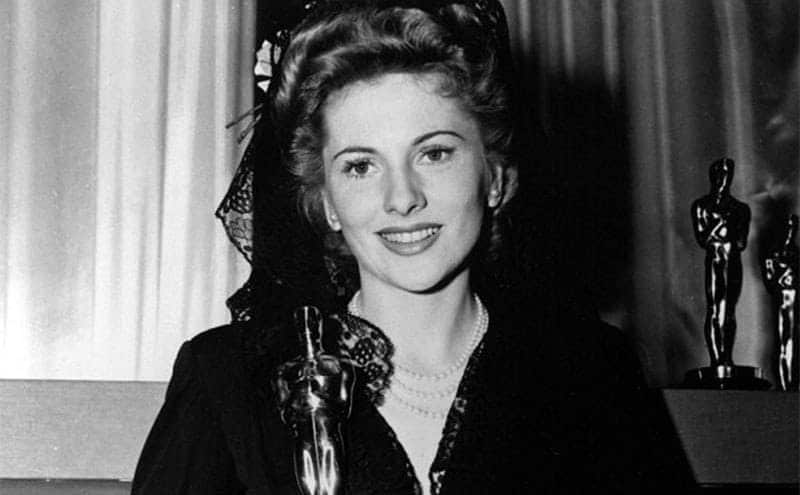 Joan Fontaine is holding up her Academy Award for her performance in 'Rebecca'.
