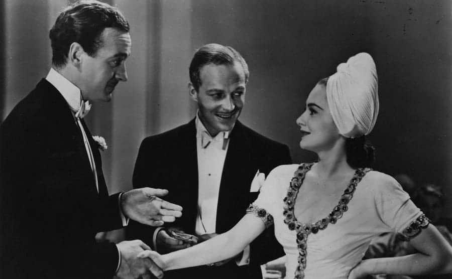 British actor David Niven stars with Olivia De Havilland and Douglas Walton in the Samuel Goldwyn film 'Raffles'.