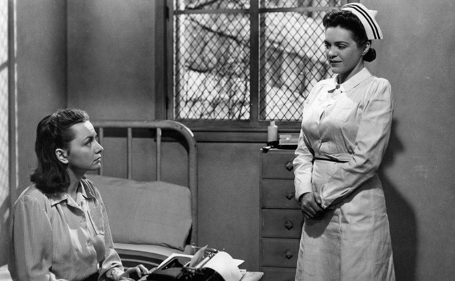 Olivia de Havilland plays a mental patient in the film 'The Snake Pit', about life in an institution.