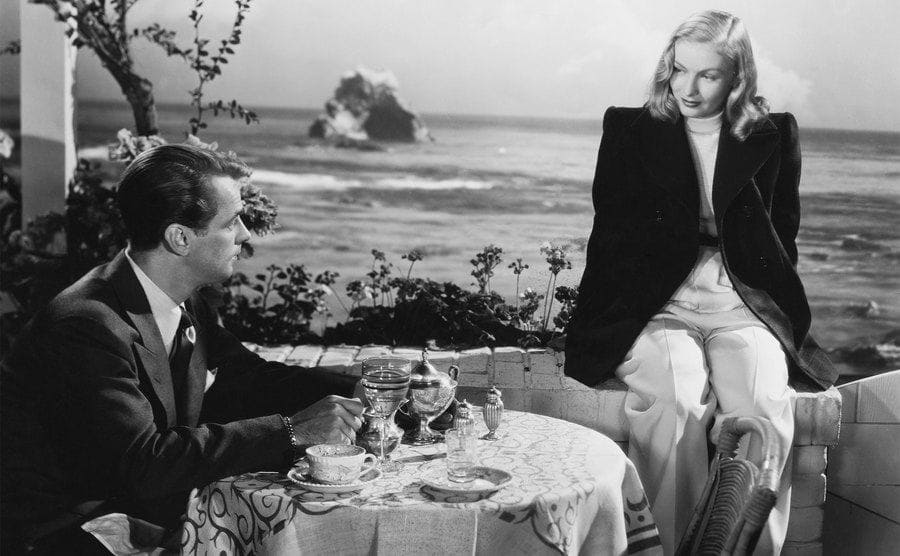 Alan Ladd as Johnny Morrison and Veronica Lake as Joyce Harwood in the 1946 film The Blue Dahlia.