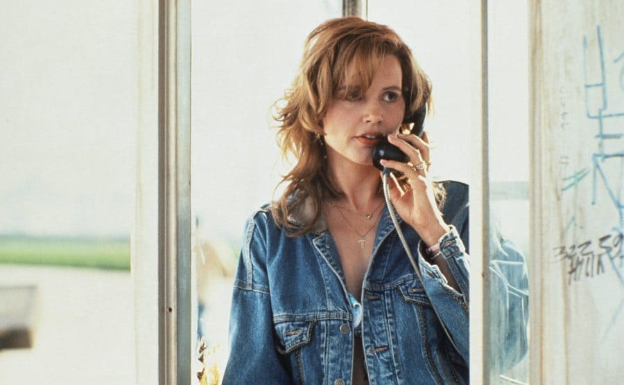Geena Davis in a payphone booth on a call
