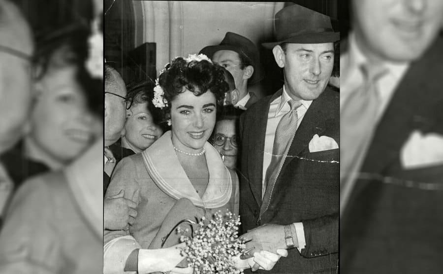 Elizabeth Taylor and Michael Wilding are leaving Caxton Hall after getting married