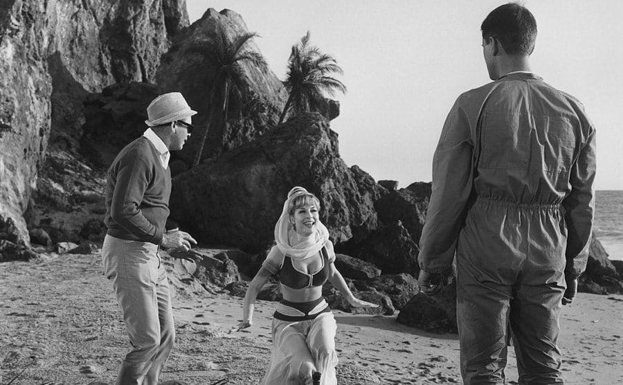 Gene Nelson, Barbara Eden, and Larry Hagman behind the scenes of the first episode.
