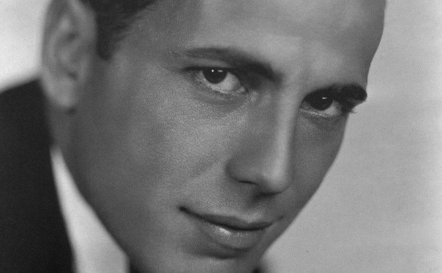 A portrait of Humphrey Bogart as a young man.