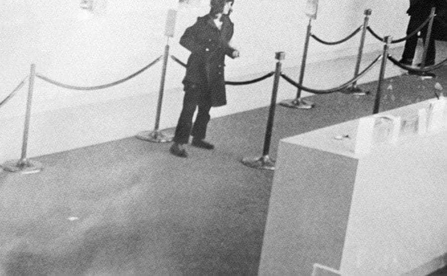A footage of Patty Hearst inside the bank.