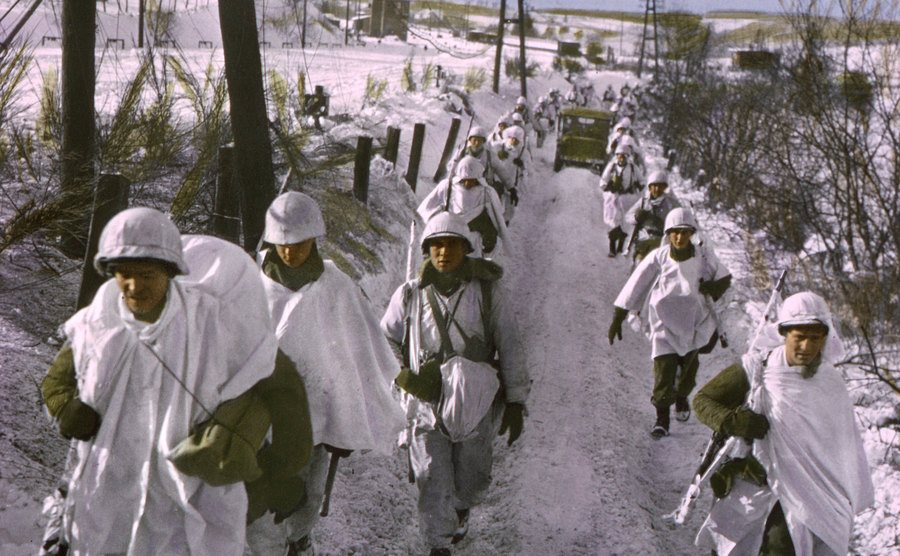 Army troops are wearing snow camouflage capes.