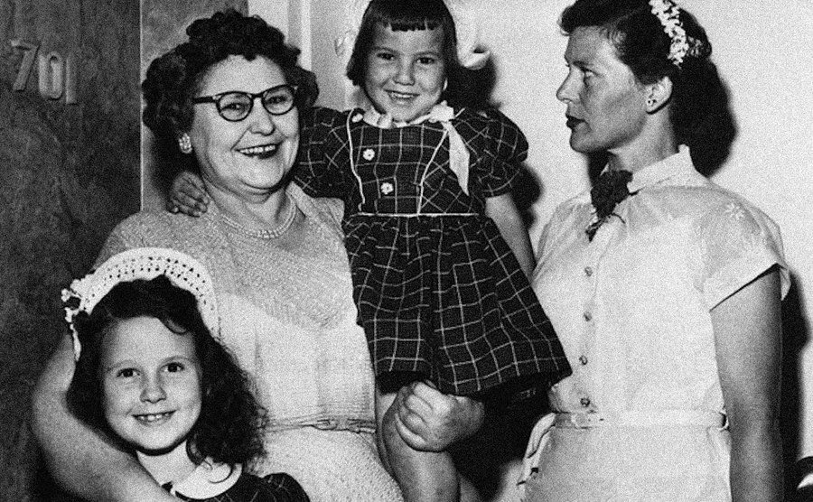A picture of Nannie, Melvina, and her grandaughters.