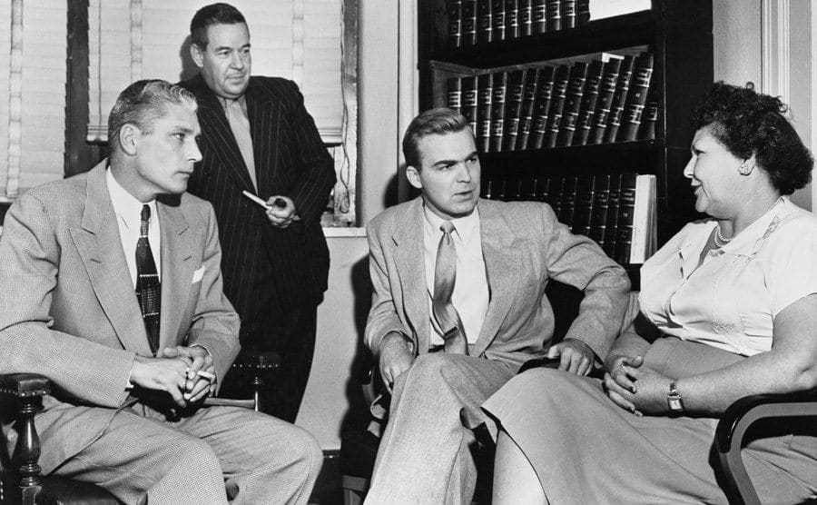 Three men question Nannie Doss.