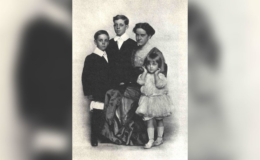 Carole Lombard as a young girl, poses with her mother and brothers for a portrait.