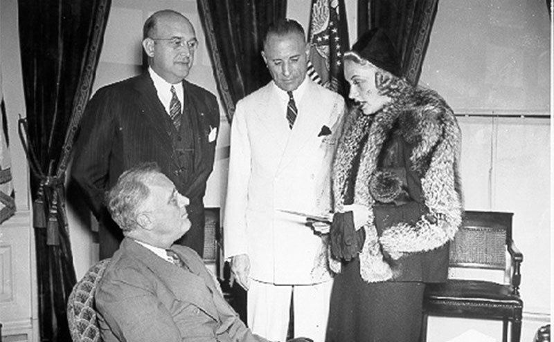 Carole Lombard meets President Franklin D. Roosevelt in the Oval Office.