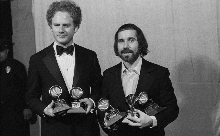 Arthur Garfunkel and Paul Simon hold their Grammy Awards.