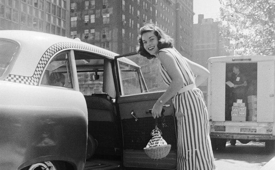 Lee Meriwether is taking a taxi to the television studio.